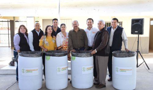 Entregan contenedores de basura en Escuela Primaria Club de Leones