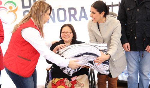 Entrega DIF Sonora cobijas para familias en situación vulnerable ante bajas temperaturas