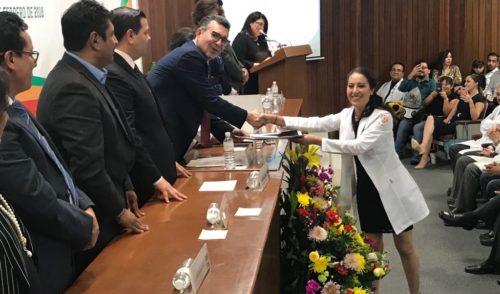 Encabeza Clausen Iberri ceremonias de graduación de médicos residentes