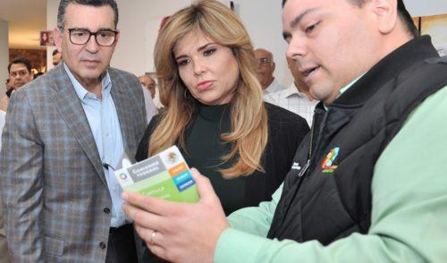 Presenta Gobernadora nueva Cartilla Electrónica de Vacunación