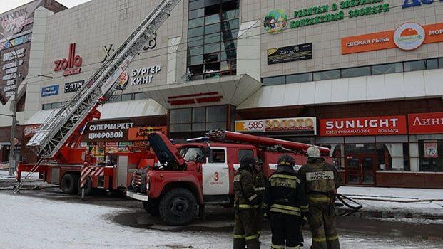Siguen desaparecidas 38 personas tras el incendio en Rusia