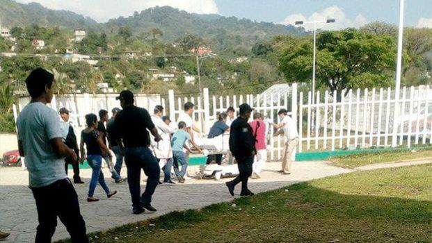 Emboscan a policías y empleados de Prospera; tres muertos