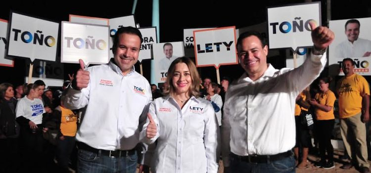 """Arrancan Antonio """"Toño"""" Astiazarán y Lety Cuesta campaña"""