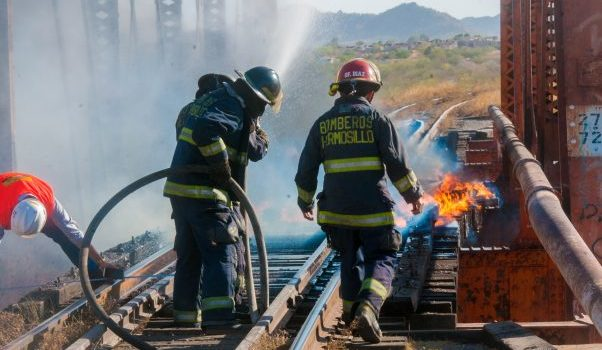 Incendian las vías de tren