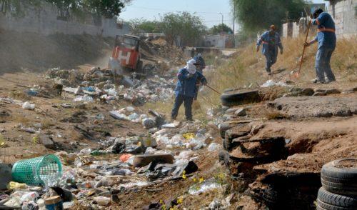 Casi 30 toneladas de basura se retiraron del canal de la Cholla