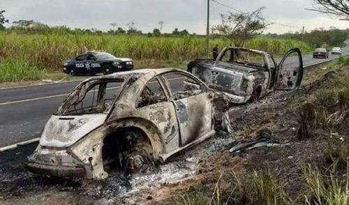 Hallan calcinados vehículos de jóvenes desaparecidos