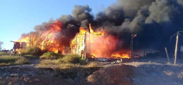 Resultan 3 viviendas quemadas tras incendio en la Guayacán