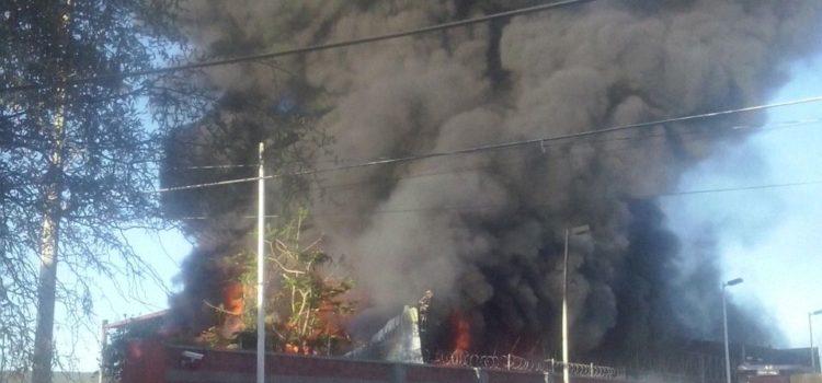 Provoca incendio daños en bodega