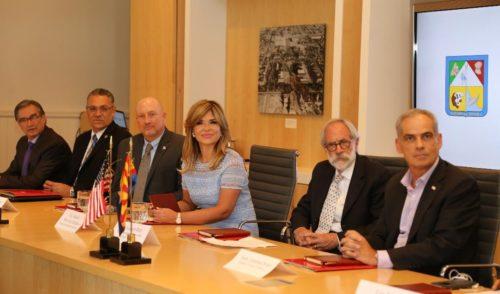 Impulsa Gobernadora liderazgo en innovación con Universidad de Arizona