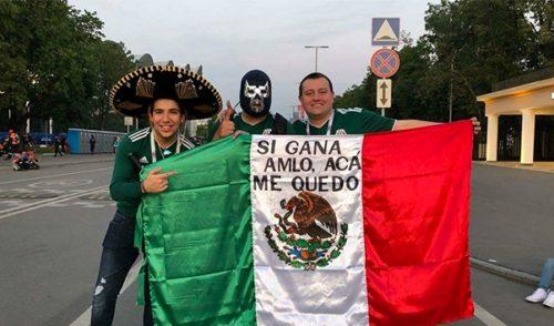 Hijo de Calderón ataca a AMLO alterando un símbolo patrio