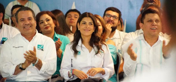 Recibe Sylvana Beltrones respaldo del magisterio para ser Senadora