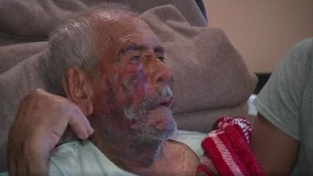 Arrestan a mujer por ataque contra anciano mexicano