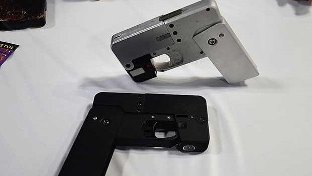 Empresa entrega los primeros 'celular-pistola' a clientes