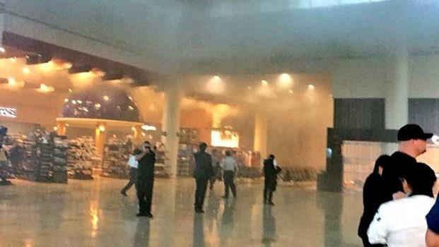 Crea pánico incendio en aeropuerto de Cancún