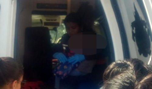 Abandonan a niño de dos años en carretera