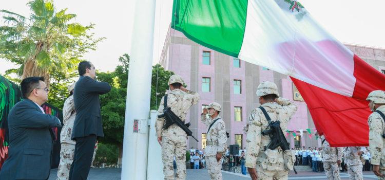 Encabeza Congreso del Estado ceremonia de izamiento por el aniversario de independencia