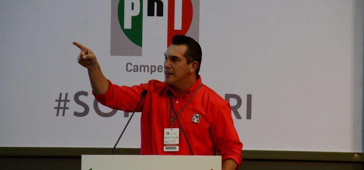 Gobernador de Campeche le declara la guerra a AMLO; haremos marchas y plantones, advierte