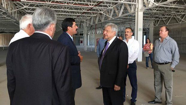 López Obrador se reúne con Javier Corral