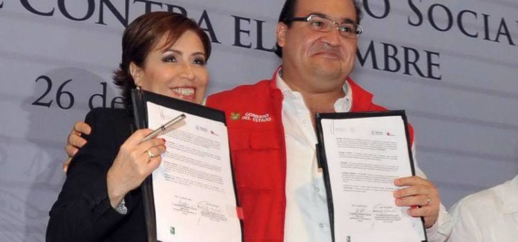 Vinculan firmas fantasma a Javier Duarte y Robles