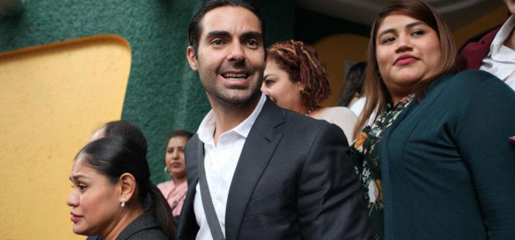 El PES otorga al cantante Ernesto D'Alessio la Comisión del Deporte