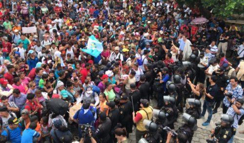 Caravana de migrantes centroamericanos entra a México