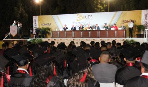 Egresan 277 profesionales de UES San Luis