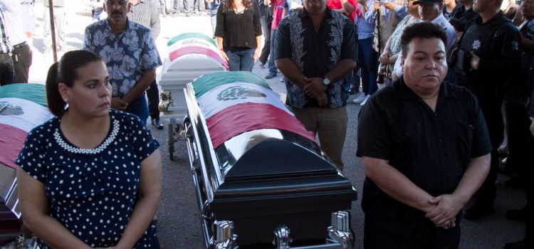 Realizan homenaje póstumo a policías caídos en Guaymas