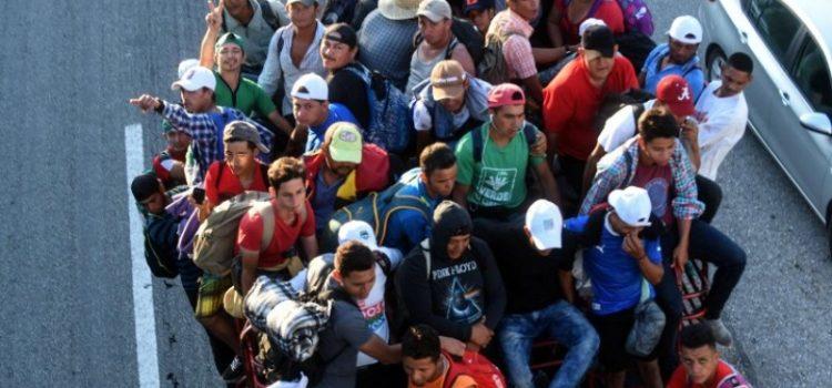 Industria maquiladora dice que hay trabajo para migrantes en México