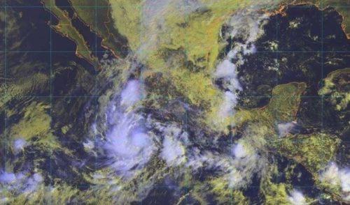 Se intensifica la tormenta Willa y se convertirá en huracán por la madrugada