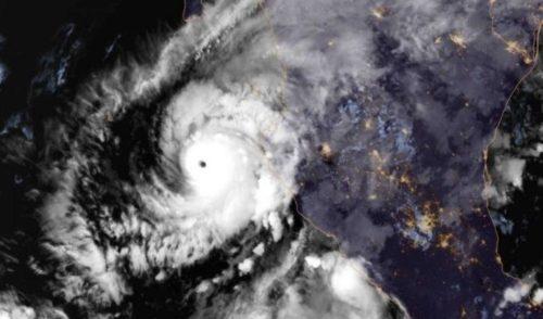Alerta roja en Sinaloa, inminente impacto del Huracán Willa