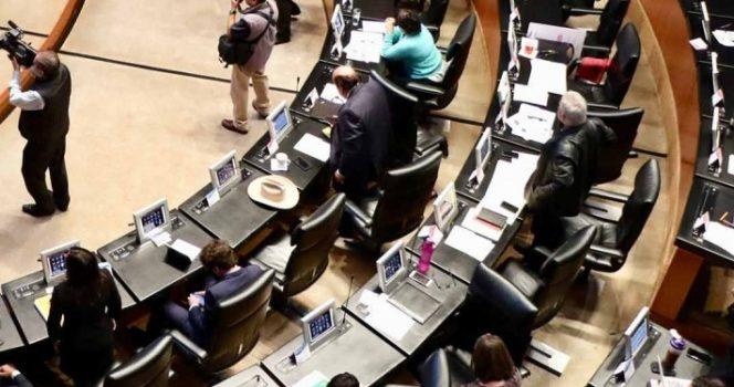 Bancadas cierran filas con PRI para evitar colapso financiero de partidos