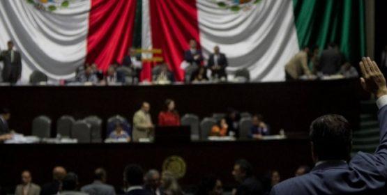 Avanza en Diputados reforma para quitar sanciones por evaluación docente