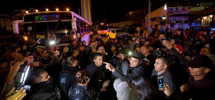 'Lárguense de aquí, no los queremos': tijuanenses encaran a migrantes