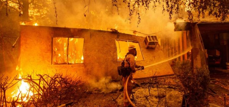 Se eleva a 25 personas muertas en los incendios de California