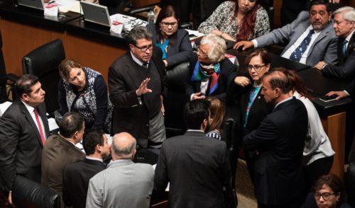 Exhortan al Senado a investigar si Peña y Calderón recibieron sobornos del 'Chapo'
