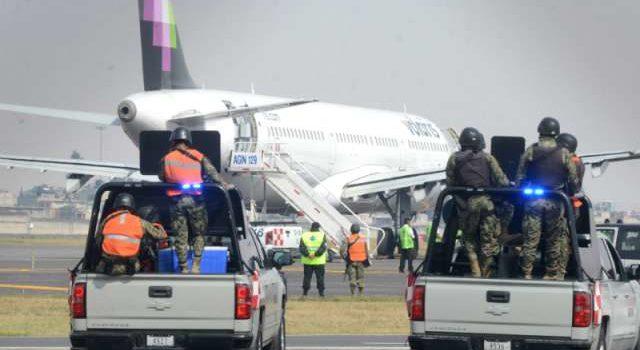 Operativo en el AICM por riesgo de bomba en avión de Volaris
