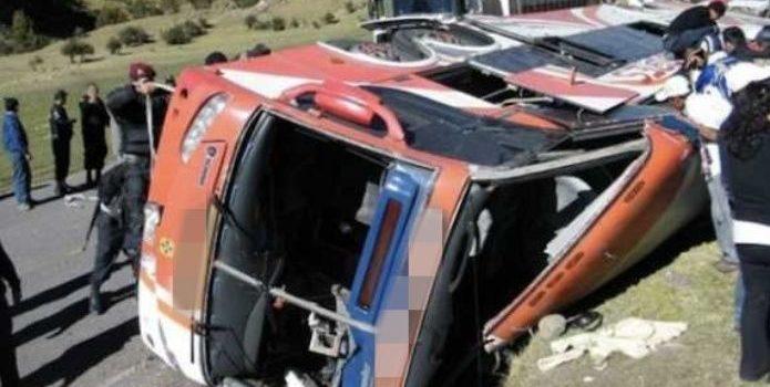 Aparatoso choque en Perú deja 20 muertos; hay menores heridos