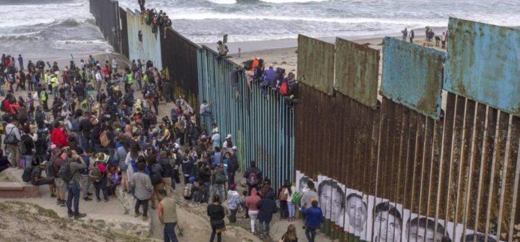 La caravana de migrantes alcanza la frontera con Estados Unidos