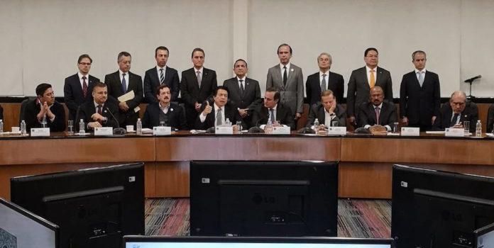 """Diputados y empresarios pactan """"agenda estratégica"""" para competitividad"""