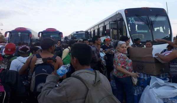 Caravana de migrantes llega a Escuinapa, Sinaloa