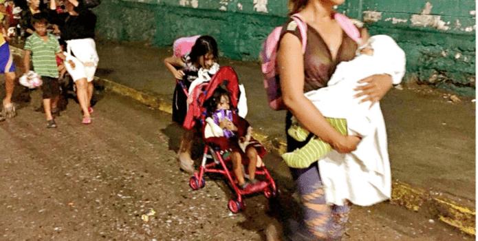 A migrante hondureño le roban esposa y tres hijos en México