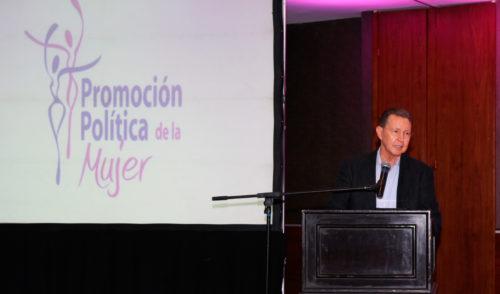 Requerimos entrega y mayor participación de las mujeres para combatir desigualdad social: Ernesto Munro Palacio.