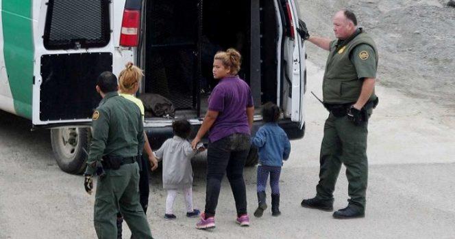 Ordenan someter a revisión médica a niños migrantes detenidos en EU