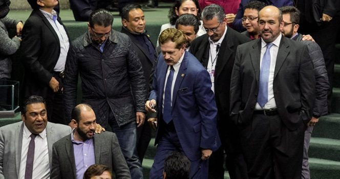 Oposición presenta acción de inconstitucionalidad contra 'superdelegados'