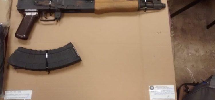 Personal de la Fiscalía catea dos viviendas en Ciudad Obregón, aseguran armas, droga, equipo táctico y vehículo