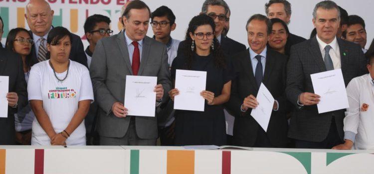 Gobierno e IP alistan 2 millones de becas para jóvenes en México