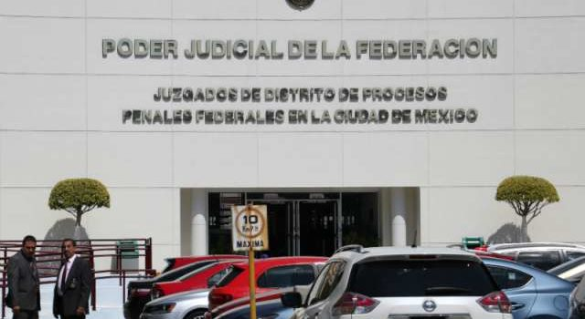 4 mil funcionarios se amparan contra Ley de Remuneraciones