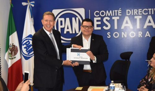 Oficialmente es Munro Palacio Dirigente del PAN en Sonora.