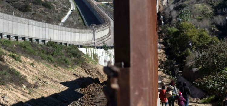 Trump insiste en muro en la frontera con México
