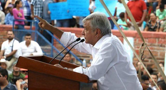 AMLO anuncia en Nayarit apoyos para damnificados por huracán Willa